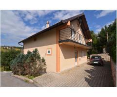 Prodaje se sredjena kuća na Zlatiboru