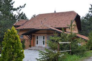 <a class=&quot;wonderplugin-gridgallery-posttitle-link&quot; href=&quot;https://www.zlatibor.org/micic/&quot;>Apartmani Mićić</a>